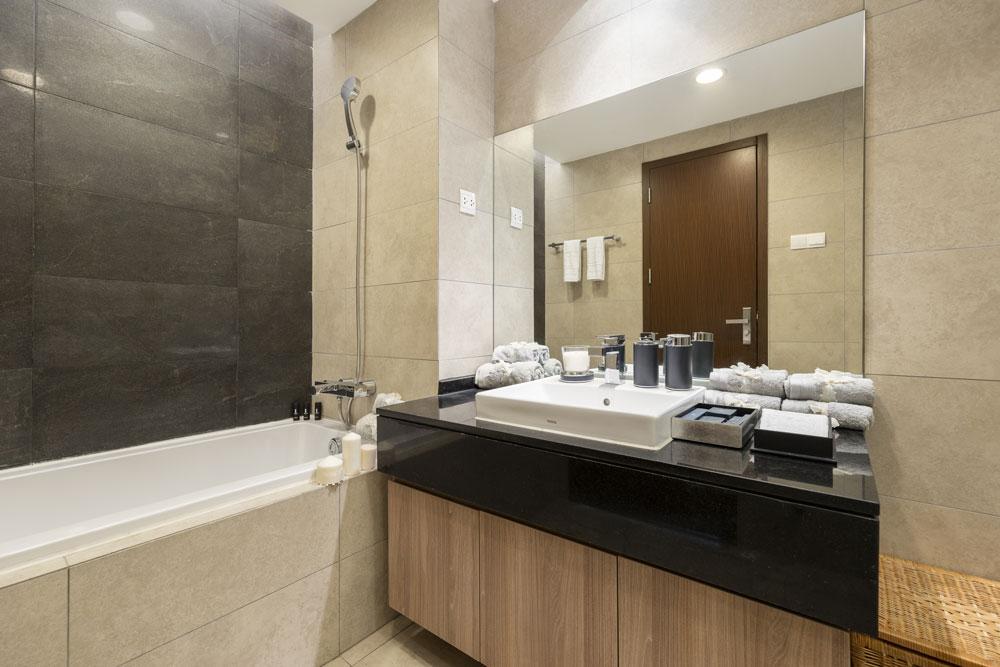 Bathroom-2BR-lancaster-hanoi